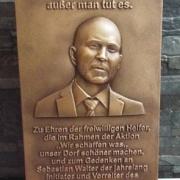 Bronzetafel mit Portrait