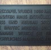 Bronzetafel mit aufgesetzten QR-Code aus Aluminium