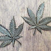Cannabisblatt in Bronze