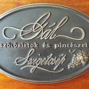 Winzertafel für ein ungarisches Weingut