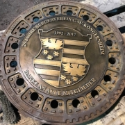 Kanaldeckel mit Wappen